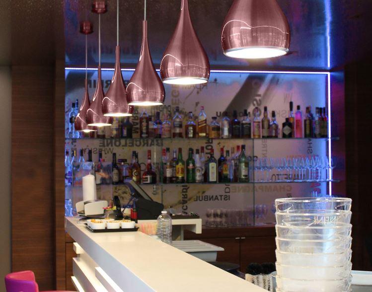 Suspension Or Rosé en forme de goutte pour éclairer un espace salle à manger , salon, DROP 520 par Indigo Lighting