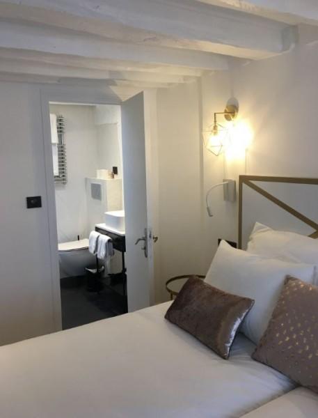 éclairage des têtes de lit d'un hôtel sur Paris